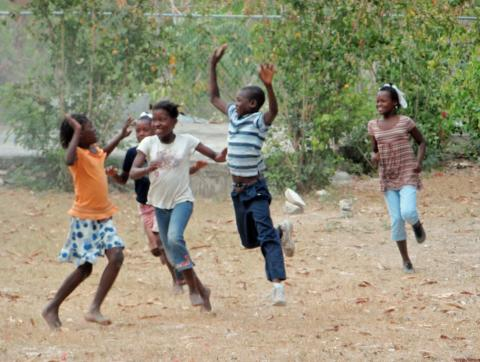 Niños de Timoun Tet Ansamn